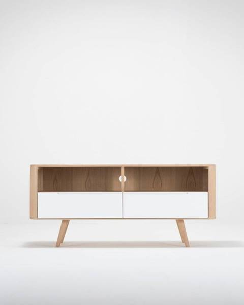 Gazzda Televízny stolík z dubového dreva Gazzda Ena Three, 135×42×60 cm